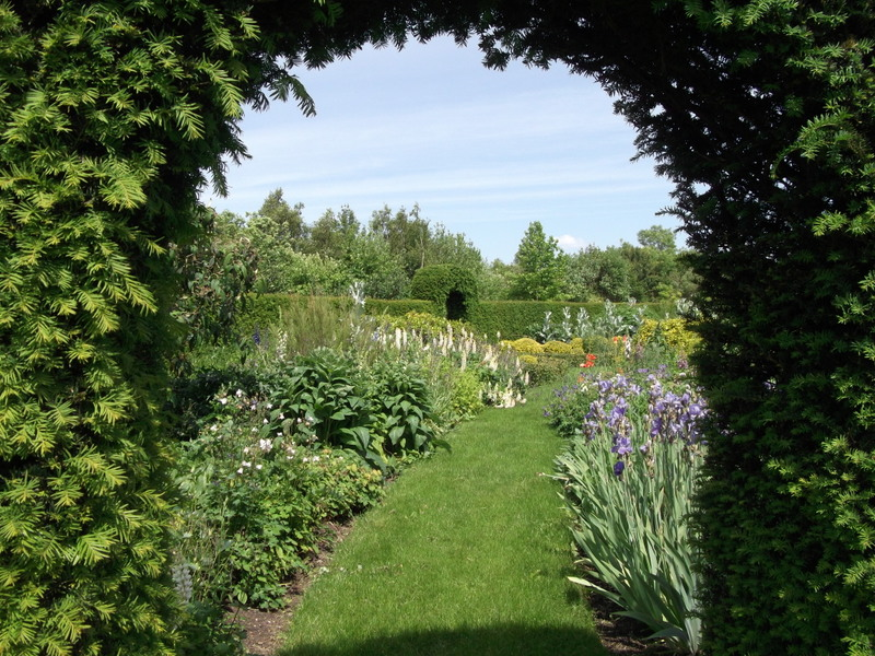Edwardian gertrude jekyll herbaceous borders friends for Gertrude jekyll garden designs